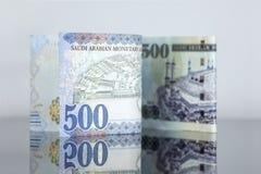 Notas novas do Riyal do saudita contra a velha Fotografia de Stock