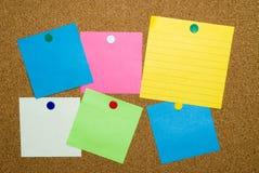 Notas pegajosas coloreadas Foto de archivo
