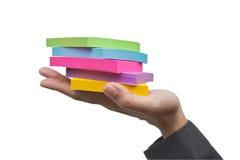 Notas pegajosas coloridas à disposição. Fotos de Stock Royalty Free