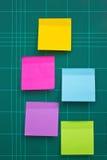 Notas pegajosas coloridas. imágenes de archivo libres de regalías
