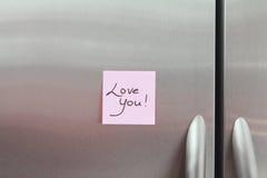 Notas pegajosas sobre un refrigerador Imagen de archivo