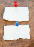 Notas pegajosas sobre viejo fondo de papel Imágenes de archivo libres de regalías