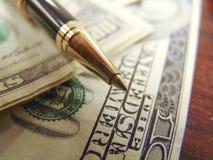 Notas, pena e calculadora do dinheiro dos E.U. Dolar Imagens de Stock Royalty Free