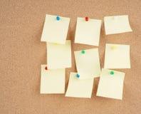 Notas sobre corkboard Fotografía de archivo libre de regalías