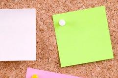 Notas sobre tarjeta del corcho Imagen de archivo libre de regalías