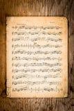 Notas velhas da música na tabela velha Imagens de Stock