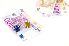 Notas y dados euro Imagenes de archivo