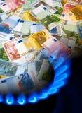 Notas y mechero de gas EURO Fotografía de archivo libre de regalías