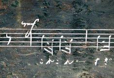 Notation de musique sur la pierre image stock