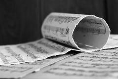 Notation musicale écrite, rétros notes images stock