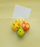 Notatka na zielonym tle z jajkami Fotografia Royalty Free
