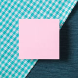 Notatka papier na tkaniny tle Obrazy Royalty Free