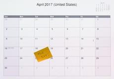 Notatka pisać na komputerze dla podatku dnia Zdjęcia Stock