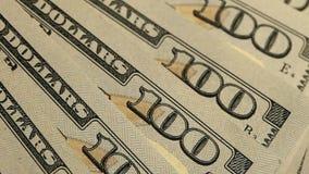 Notatki dolara zamknięty up Na stół notatek dolarowym spadku zielone dolar notatki na stole zbiory