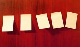 notatki tapetują kleistą ścianę fotografia stock