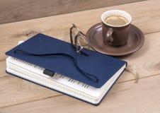 Notatnik i kawa Zdjęcia Royalty Free