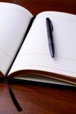 Notatnik i pióro na stole Obraz Stock