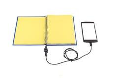 Notatnik i smartphone connencted Zdjęcie Royalty Free