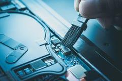 Notatnik, laptopu utrzymanie lub naprawa i zdjęcia stock