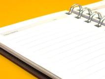 Notatnik na żółtym tle zdjęcia stock