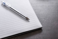 Notatnik na biurku fotografia stock