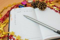 Notatnik na drewnianym stole Obrazy Stock