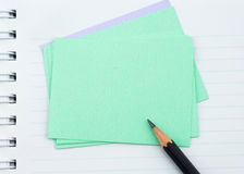 Notatnik, nutowy papier i czerń ołówek, obrazy stock