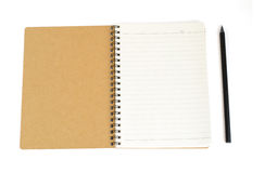 Notatnik od przetwarza papierowego i czarny ołówek odizolowywa na białych wi Fotografia Stock