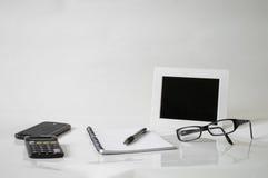 Notatnik, pióro, szkła i rama, Obrazy Stock