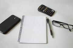 Notatnik, pióro, szkła i rama, Fotografia Royalty Free