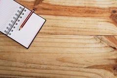 Notatnik w desktop fotografia stock