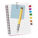 Notatnik z barwionymi bookmarks, błękitnym zawiadomieniem i żółtym piórem, Fotografia Stock