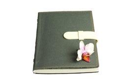 Notatnik z piórem, kwiat i orchidea Zdjęcie Stock