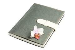 Notatnik z piórem, kwiat i orchidea Zdjęcia Stock