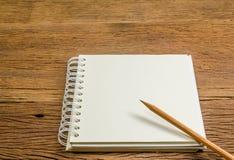 notatnika pusty ołówek zdjęcie royalty free