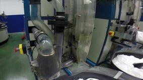 Notaus-Knöpfe offenbar markiert mit hellen Farben in einem sichtbaren Platz auf den industriellen Maschinen stock video