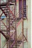 Notausgangtreppe auf Herstellungsgebäude Stockfoto