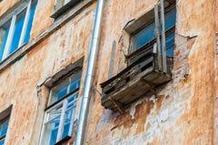 Notbalkon auf der Fassade von Blockebenen Stockfotos