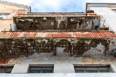 Notbalkon auf der Fassade von Blockebenen Lizenzfreies Stockfoto
