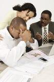 Notícia de Giving Couple Bad do contador Fotos de Stock