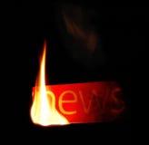 Notícia quente. Texto do incêndio do jornal. Imagens de Stock