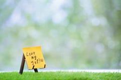 Note adhésive avec amour mon texte du travail Photographie stock libre de droits