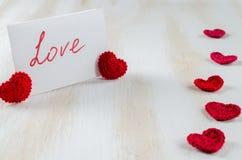 Note avec amour des textes pour le jour du ` s de St Valentine Image stock