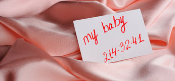 Note on beige silk Royalty Free Stock Images