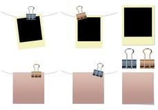 Note blanc, polaroïd avec des clips de cahier Photos stock