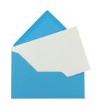 Note blanc sous enveloppe bleue photos stock