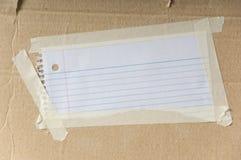 Note blanc sur le carton Images libres de droits