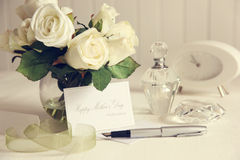 Note card with white roses and pen Stock Photo
