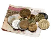 Note cem rublos e moedas Fotografia de Stock Royalty Free