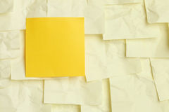 Note collante jaune Photographie stock libre de droits